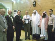 رئيس الجامعة يكرم الوفود العربية المشاركة بمؤتمر كلية الزراعة