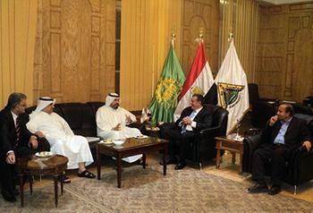 رئيس جامعة بنها يستقبل رئيس الإتحاد الكويتي لكرة القدم