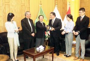 رئيس جامعة بنها يستقبل وفدا من الوكالة اليابانية للتعاون الدولي