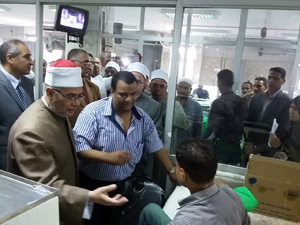أوقاف القليوبية تزور المرضى بمستشفى بنها الجامعى للتخفيف ورفع المعاناة عنهم