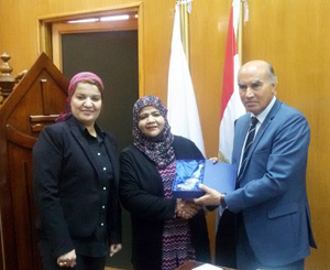 نائب رئيس جامعة بنها يبحث مع الملحقة الثقافية العمانية سبل التعاون بين الجانبين