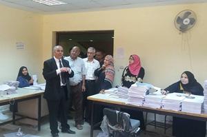 الأستاذ الدكتور جمال إسماعيل يتفقد مركز الطبع والنشر بالجامعة