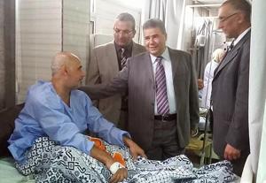 رئيس جامعة بنها يتفقد المستشفى الجامعى فى ثانى أيام عيد الأضحى ويستمع لمشاكل المرضى
