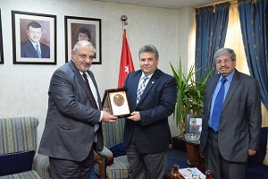 Signing a cooperation protocol between Benha University and El-Hashamia University