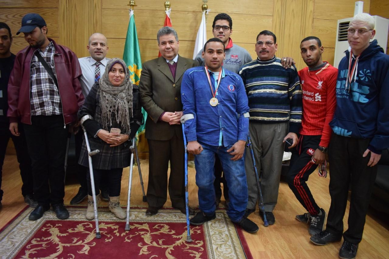تكريم الطلاب أبطال الجامعات المصرية من متحدى الإعاقة فى مجلس جامعة بنها