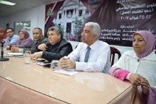 The university president looks closely at the workshops of the education forum
