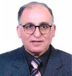 علي هامش الإحتفال بعيد العلم: القاضي يهنيء حسب النبي بجائزة العلوم الزراعية