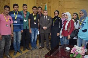 رئيس جامعة بنها يستقبل عدداً من الطلاب ويطالبهم بمكافحة الفساد