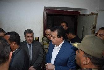 وزير التعليم العالي في زيارة لموقع حادث سقوط المصعد بمستشفي جامعة بنها