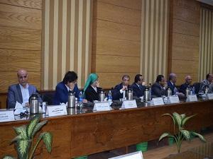 رئيس جامعة بنها يطالب العمداء: بإعداد تقارير فنية عن حالة المصاعد في كليات الجامعة
