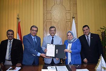 وأخيراً تحقق حلم ابناء القليوبية: عبدالحليم والمغربي يوقعان بروتوكول تعاون انشاء مستشفي بنها التخصصي
