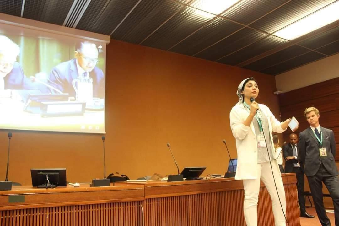 طالبة بكلية طب بيطري بنها تتحدث أمام السكرتير العام للأمم المتحدة