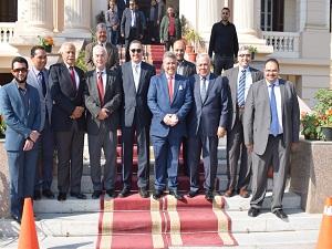القاضي يهنيء رئيس جامعة بنها الجديد بتولي مهام منصبه