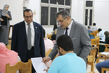 تزامنا مع الموجة الحارة .. «المغربى» يتفقد الإمتحانات ويؤكد على انتظام اللجان