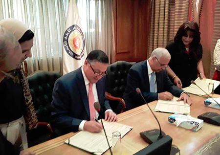 «السعيد» يوقع اتفاقية انضمام جامعة بنها إلى الشبكة القومية لأبحاث السرطان
