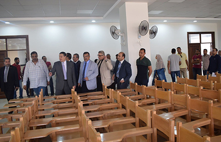 رئيس جامعة بنها يتفقد عدد من المنشآت الجديدة بكفر سعد