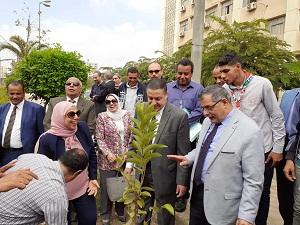 لزراعة 2500 شجرة مثمرة: رئيس جامعة بنها يدشن مبادرة «هنجملها» بكلية التربية