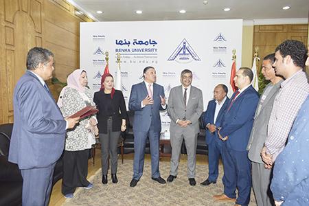 رئيس جامعة بنها يكرم المتميزين من افراد الامن الاداري