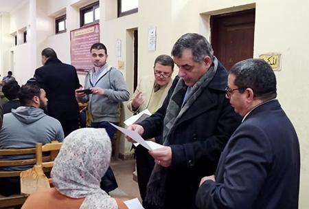 «المغربى» يتفقد سير الامتحانات بكلية الحقوق