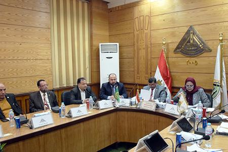 مجلس أمناء جامعة بنها يناقش استعداد الكليات للفصل الدراسي الثاني