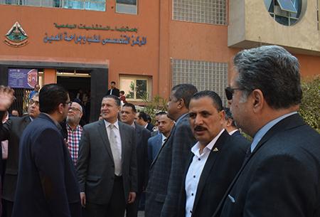 في جولة مفاجئة: رئيس جامعة بنها يتفقد المستشفي الجامعي
