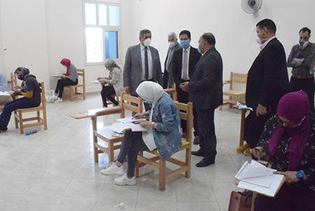 المغربي والجيزاوي يتفقدان امتحانات الدراسات العليا بكلية التربية الرياضية