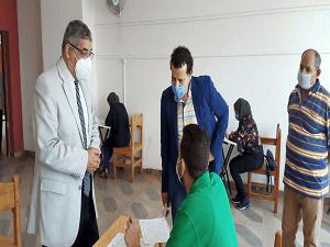 نائب رئيس جامعة بنها لشئون التعليم يتفقد امتحانات الفرق النهائية بكلية الفنون التطبيقية
