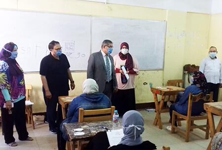 نائب رئيس جامعة بنها لشئون التعليم يتفقد الامتحانات بكلية التربية النوعية والمعهد الفني للتمريض