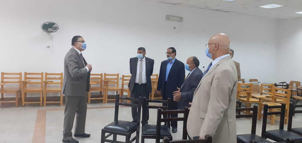 «السعيد» يتفقد خدمات سفارة المعرفة بجامعة بنها