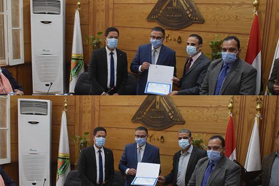 مجلس جامعة بنها يكرم فريق عمل منظومة الشكاوي الحكومية الموحدة