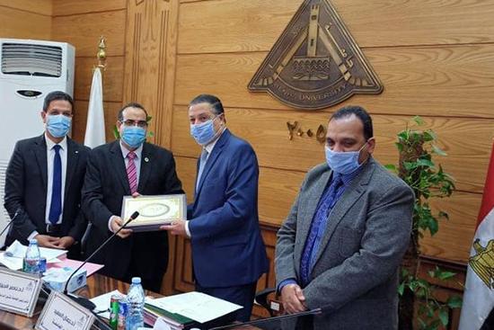 مجلس جامعة بنها يهنئ كلية الطب البيطري بتجديد الاعتماد الأكاديمي