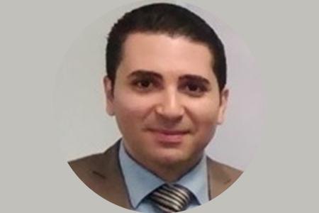 رئيس جامعة بنها يهنئ احمد ازار لاختياره ضمن أفضل 2٪ من الباحثين في العالم