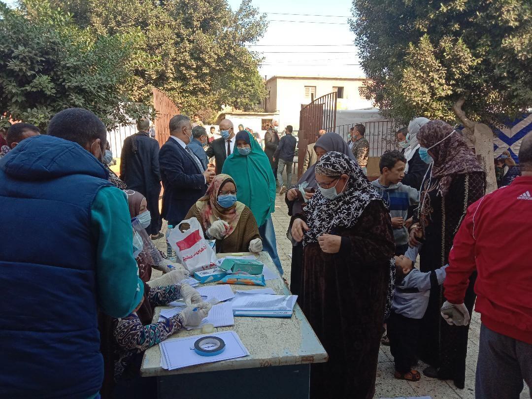 جامعة بنها تطلق قوافل طبية وبيطرية وزراعية لقرية كفر منصور بطوخ