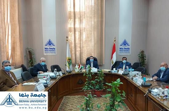 رئيس جامعة بنها يترأس لجنة اختيار عميد كلية الطب البيطري