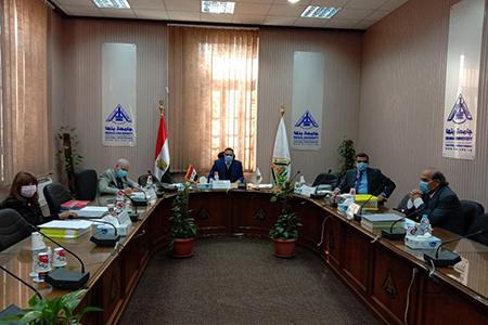رئيس جامعة بنها يترأس لجنة اختيار عميد كلية التجارة والزراعة