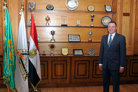 رئيس جامعة بنها يهنئ الرئيس السيسي بالعام الميلادي الجديد 2021