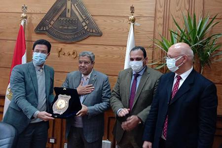 مجلس جامعة بنها يكرم رئيس مجلس ادارة مجموعة العربي توشيبا