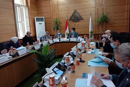مجلس جامعة بنها يناقش استعدادات امتحانات الفصل الدراسي الأول وإعلان الجداول