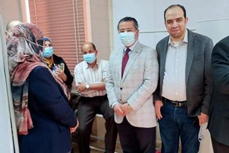 بدء تطعيم الأطقم الطبية بمستشفيات بنها الجامعية بلقاح كورونا