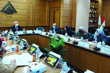 جامعة بنها تناقش استعداداتها للمشاركة فى المبادرة الرئاسية حياة كريمة لتطوير القرى