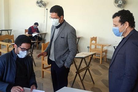 «الجيزاوي» يتفقد سير الامتحانات بكلية الفنون التطبيقية