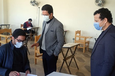 El Gizawy inspects the First Semester Exams at Faculty of Applied Arts
