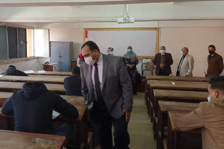 Prof. Tamer Samir inspects the First Semester Exams at Faculties of Science and Engineering
