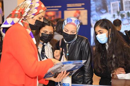 خلال مشاركتها في «ايديوجيت 2021»: اقبال طلابي كبير أمام جناح جامعة بنها للتعرف على البرامج الدراسية الجديدة