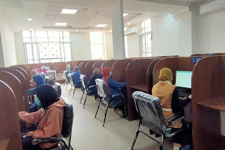 جامعة بنها: نجاح أول تجربة للإمتحانات وتصحيحها الكترونيا بمركز الاختبارات