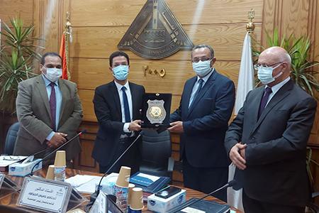 تقديرا لجهوده فى مقر العبور: مجلس جامعة بنها يكرم الدكتور كريم الدش