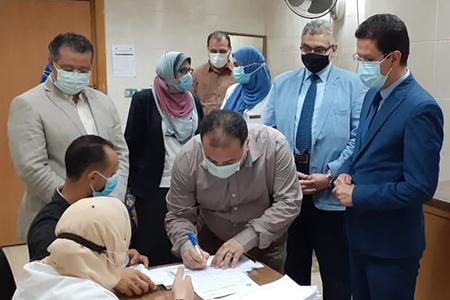 بدء تطعيم أعضاء هيئة التدريس والعاملين بجامعة بنها