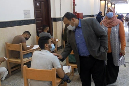 نائب رئيس جامعة بنها لشئون التعليم يتفقد سير الامتحانات بالمعهد الفنى للتمريض