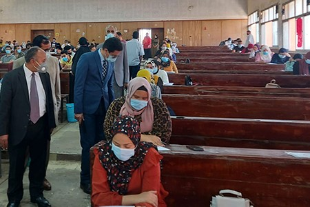El Gizawy inspects the Second Semester Exams Faculty of Commerce and commends the Precautionary Measures