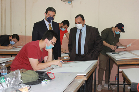 نائب رئيس جامعة بنها لشئون التعليم والطلاب : انتظام سير الامتحانات وتطبيق الإجراءات الاحترازية داخل اللجان